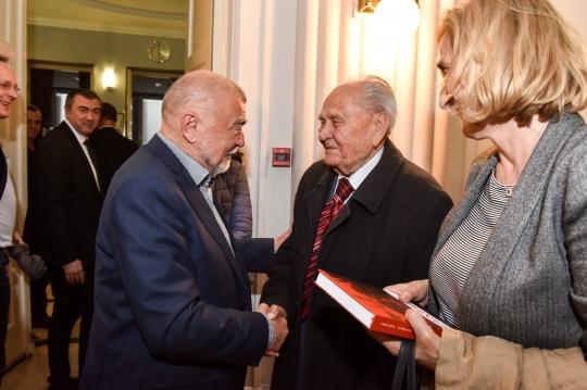 Stjepan Mesić, Josip Manolić
